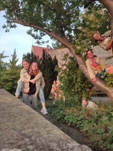 Fröhliche Pfadis im Pomeranzengarten